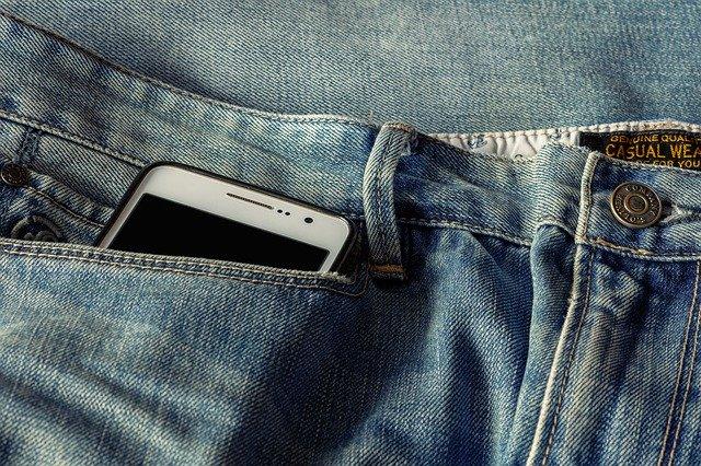 iphoneとジーンズ