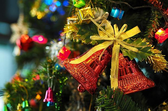 クリスマスツリーとベル