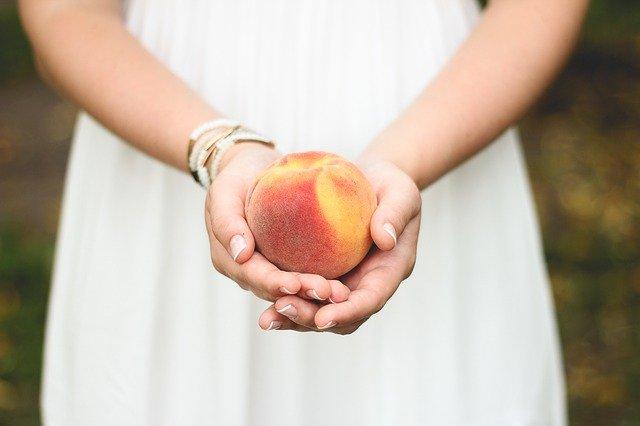 桃をどうぞ